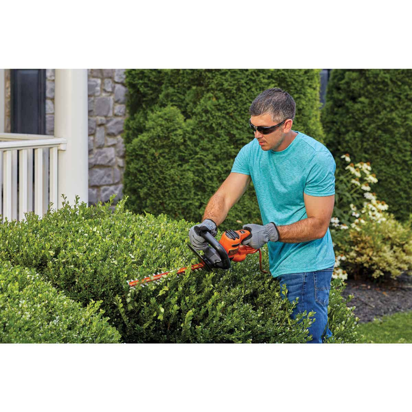 Black & Decker 16 In. 3A Corded Electric Hedge Trimmer Image 2