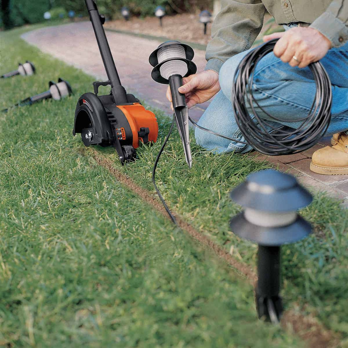 Black & Decker 2-In-1 7-1/2 In. 11-Amp Corded Electric Lawn Edger & Trencher Image 3